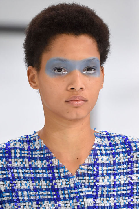 hbz-ss2016-trends-makeup-blue-eyes-chanel-clp-m-rs16-2802